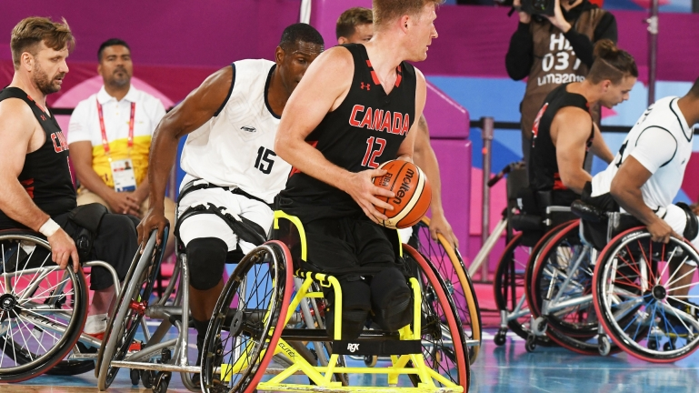 Pat Anderson in wheelchair basketball action at Lima 2019.